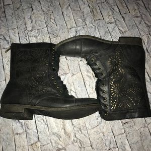 Black Rampage Boots Size 8